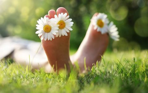 bigstock-Child-with-daisy-between-toes-134067233